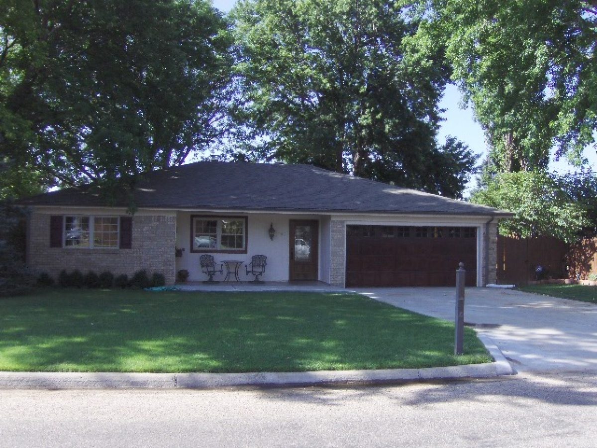 REDUCED!! What A Great Home / Beautiful Backyard, Large Trees.