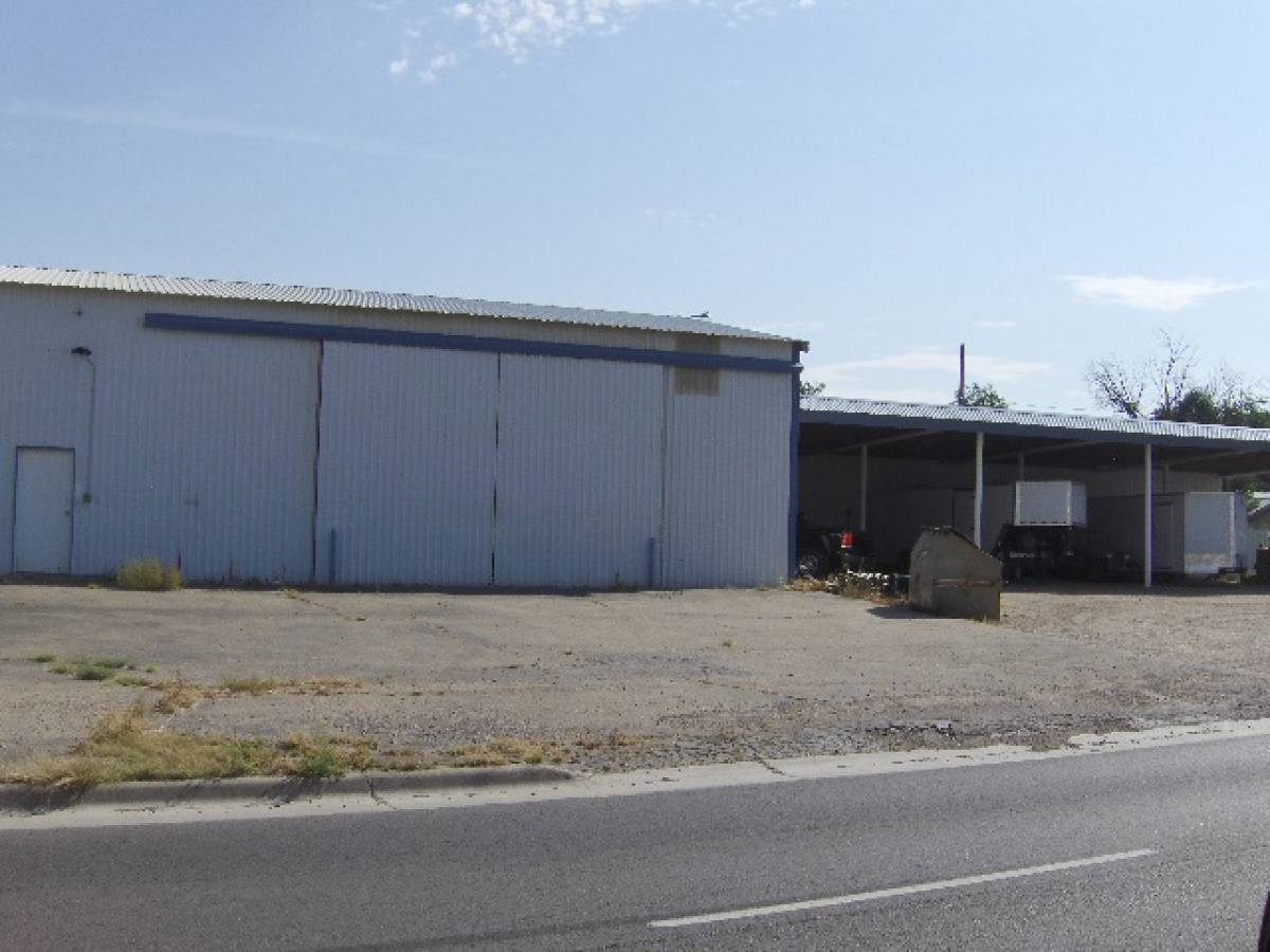 Leased!! GREAT SHOP WITH SEPARATE OFFICE BUILDING!!