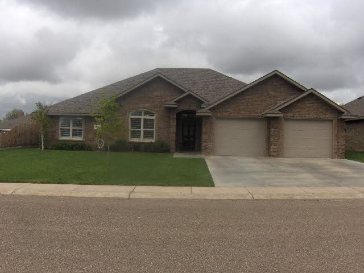 THIS HOME IS A MUST SEE ,CLOSE TO SCHOOLS,