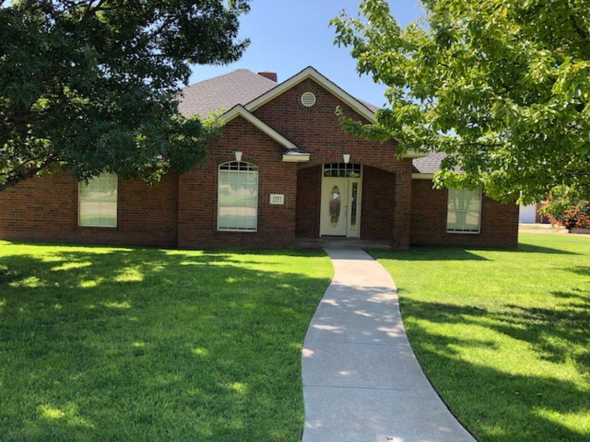 PRICE REDUCED -GREAT HOME IN PUEBLO PLACE 3/2.5/2 !!
