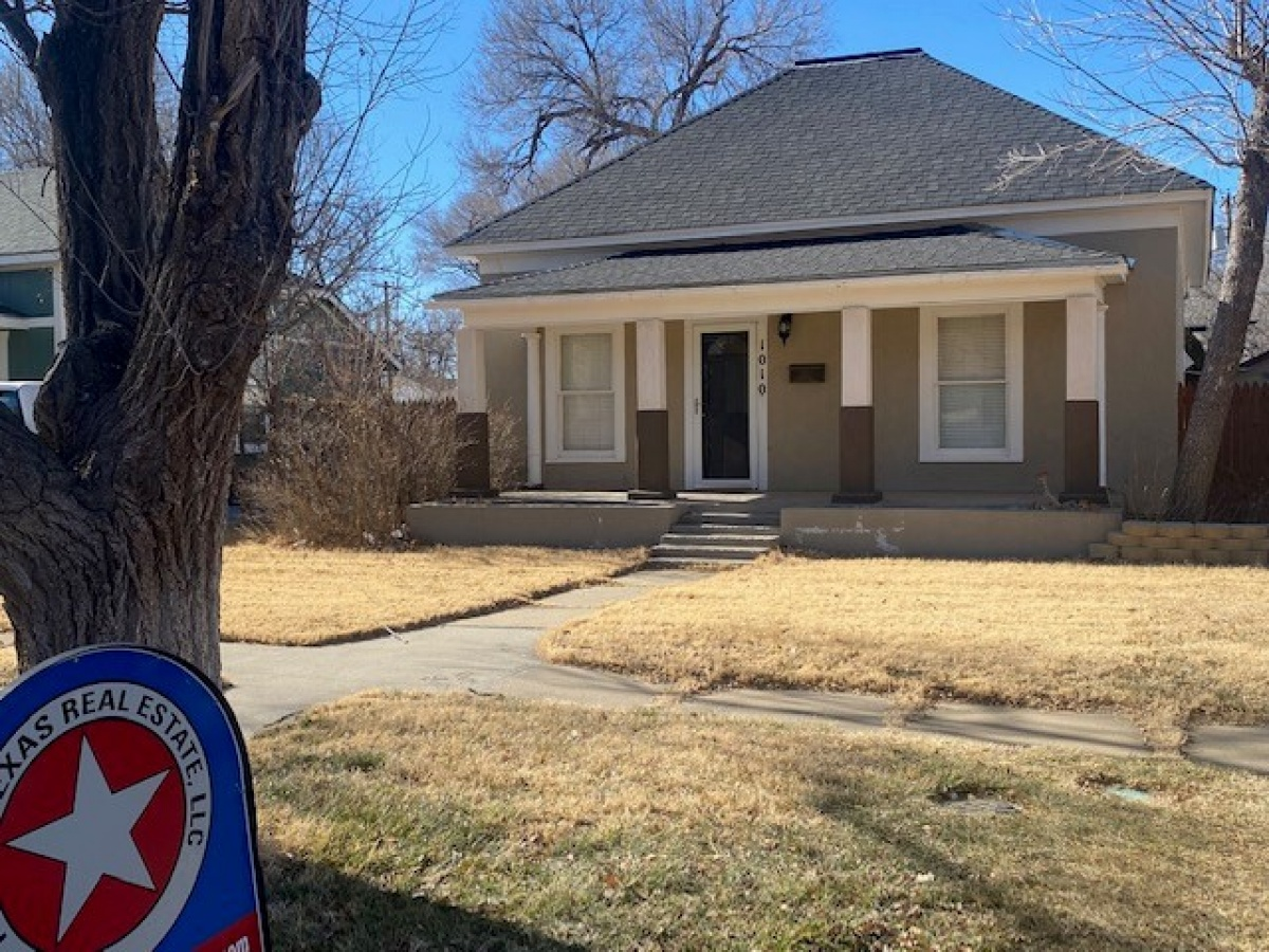 2 bedroom, 2 bath home with extras!