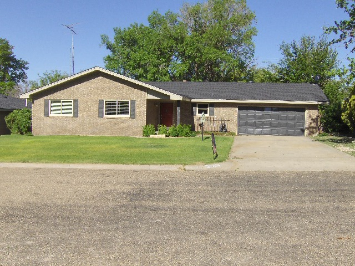 Great Family Home with 2 Living Areas!!!