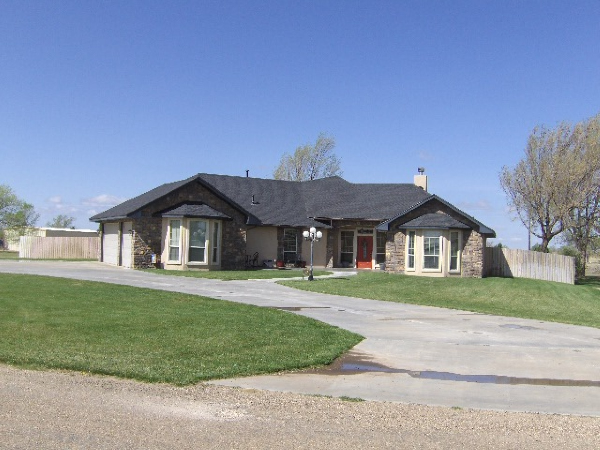 PHEASANT RUN BEAUTY, SITUATED ON 1 +/- ACRE IN COUNTRY