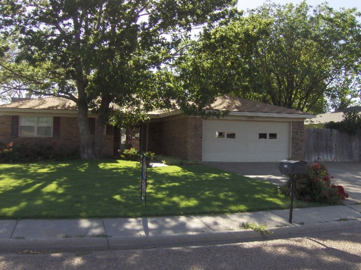 Great Family Home, Close to all Schools!! Price Reduced